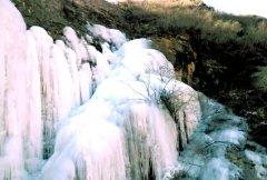 野三坡百草畔景区冰川不断